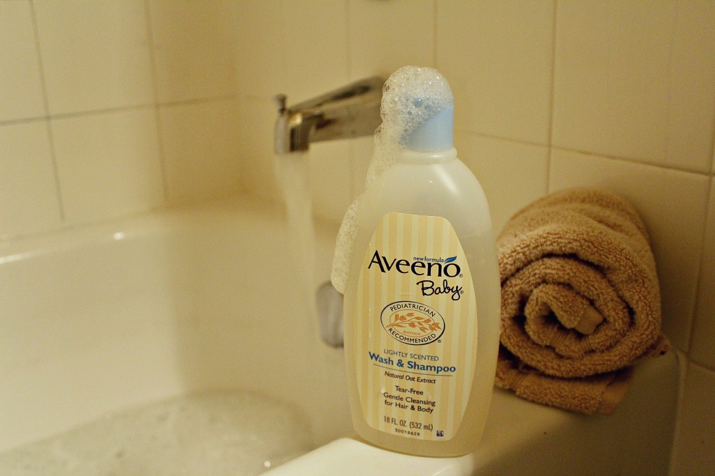 Babying Eczema-Prone Skin at Bath Time #Aveeno