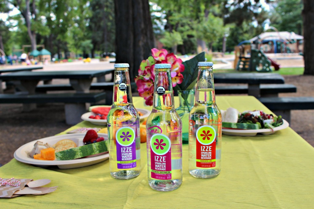 Izze Sparkling Water elevates the everyday picnic.